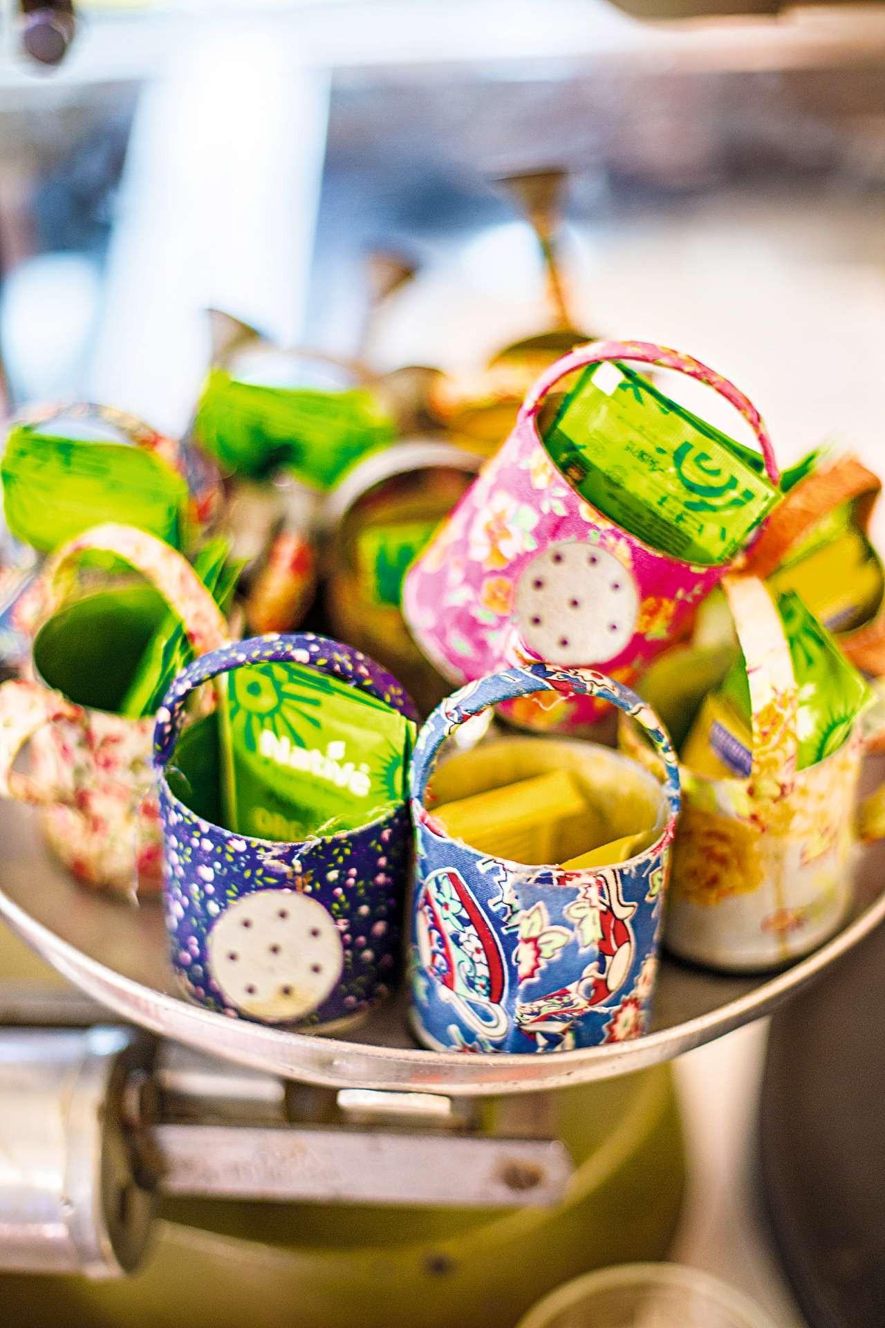 Os minirregadores usados no restaurante como porta-açúcar e adoçante também estão à venda (Foto: Rogério Voltan/Editora Globo)
