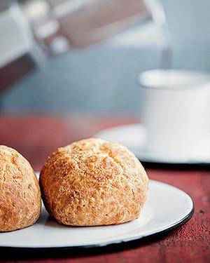 Pão de queijo caseiro (Foto: Iara Venanzi/ Editora Globo)