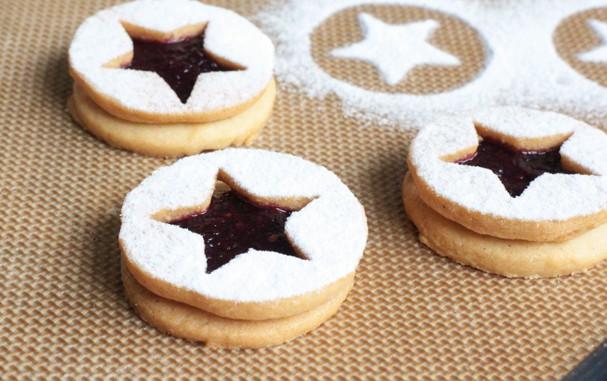 Biscoito Linzer de Amora é doce e sofisticado. Faça em casa