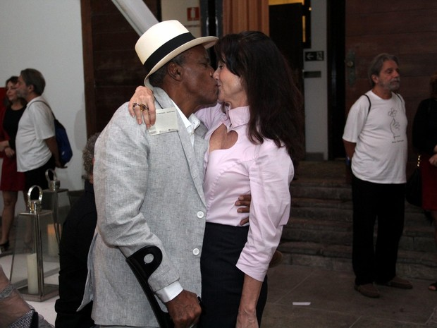 Antônio Pitanga e Zezé Polessa em peça em Ipanema, Zona Sul do Rio (Foto: Wallace Barbosa/ Ag. News)