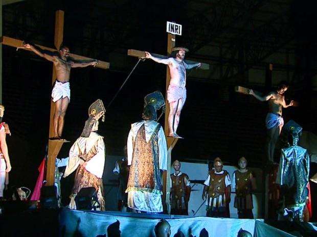 Paixão de Cristo atraiu 12 mil pessoas à Arena da Fonte, em Araraquara (SP) (Foto: Reginaldo dos Santos/EPTV)