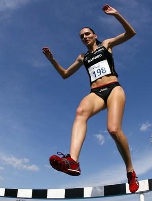 Sabine Heitling leva o ouro na prova dos 3000m com obstáculos, pelas Olimpíadas Universitárias 2011 (Foto: Wander Roberto / Inovafoto)