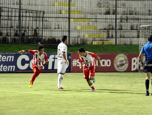 Colombiano Peña marcou para o Náutico na vitória sobre o ABC (Foto: Gabriel Peres/Divulgação)