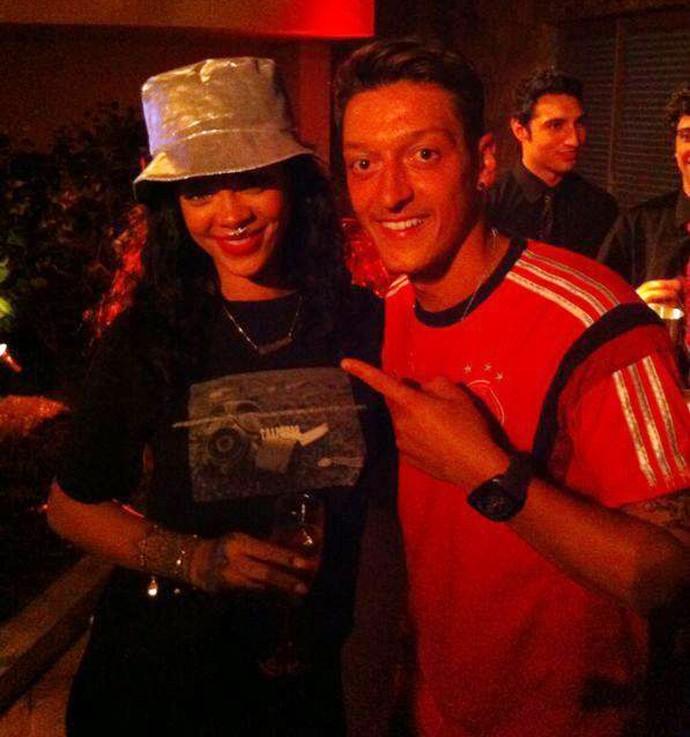 Ozil com Rihanna alemanha (Foto: Reprodução)