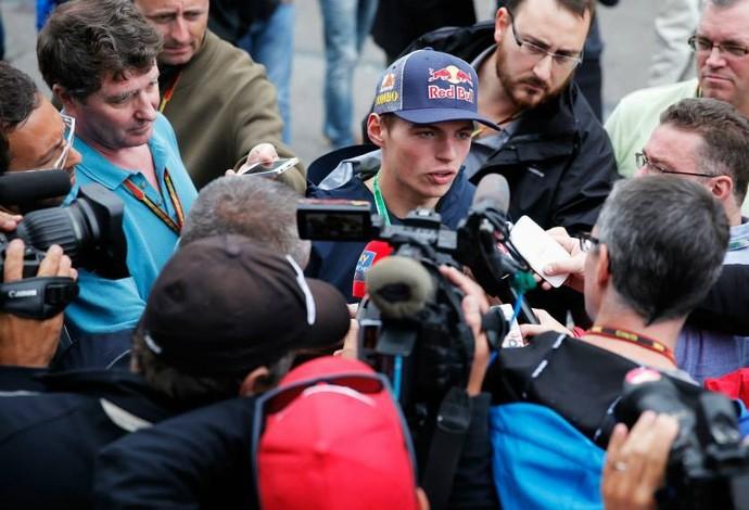 Max Verstappen foi um dos mais assediados na etapa da Bélgica da F-1, no último fim de semana (Foto: Divulgação)