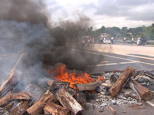 Protesto Cia-Aeroporto, em Salvador, Bahia (Foto: Reprodução TV Bahia)