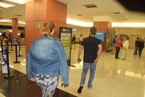 Ivete Sangalo e o marido, Daniel Cady, em cinema em Salvador, na Bahia (Foto: Genilson Coutinho/ Divulgação)