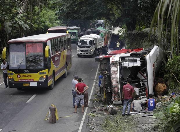 Acidente envolvendo sete veículos deixou pelo menos 20 mortos e 44 feridos (Foto: Bullit Marquez/AP)
