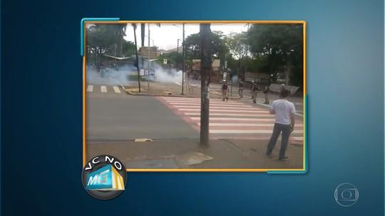 Protesto em frente à UFMG termina com bombas e balas de borracha