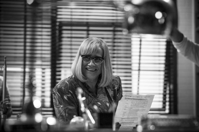 Vera Holtz se diverte durante gravação (Foto: Raphael Dias/Gshow)