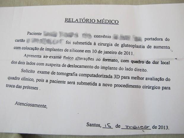 Relatório médico pede troca da prótese de silicone  (Foto: Mariane Rossi/G1)