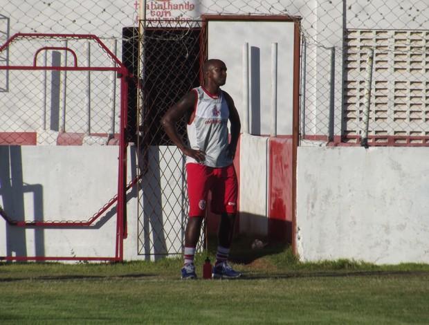 Itamar chegou ao América-RN nesta quinta-feira (Foto: Tiago Menezes)