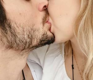 Fiuk postou nas redes sociais foto beijando menina misteriosa (Foto: Arquivo Pessoal)