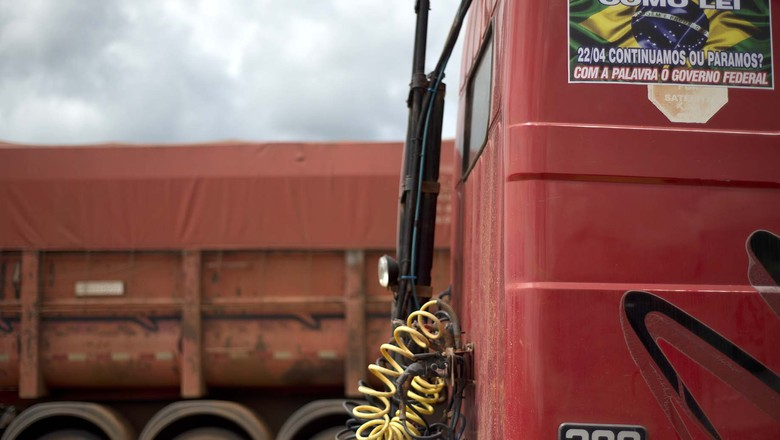 Adesivo protesto caminhoneiros (Foto: Emiliano Capozoli / Ed.Globo)