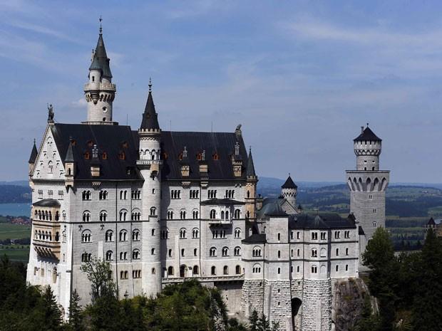 Neuschwanstein, na Baviera, que parece um castelo de contos de fadas (Foto: Michael Dalder/Reuters)
