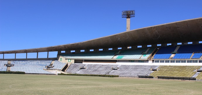 estádio Albertão (Foto: Abdias Bideh/GloboEsporte.com)