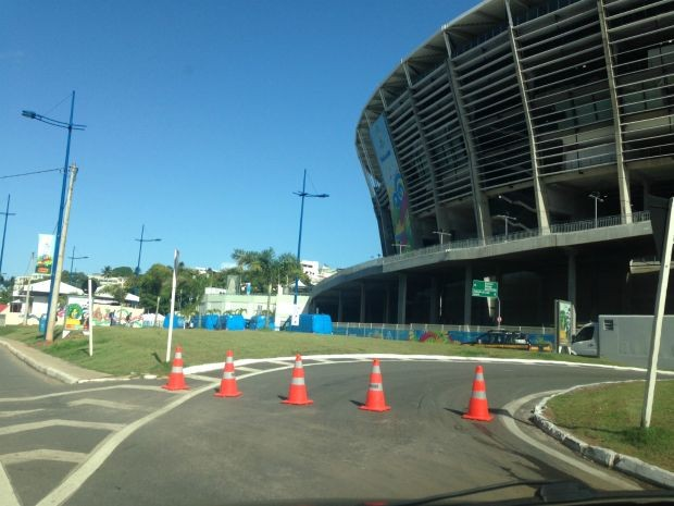 Trânsito na região da Fonte Nova, em Salvador (Foto: Rafaela Ribeiro/G1)