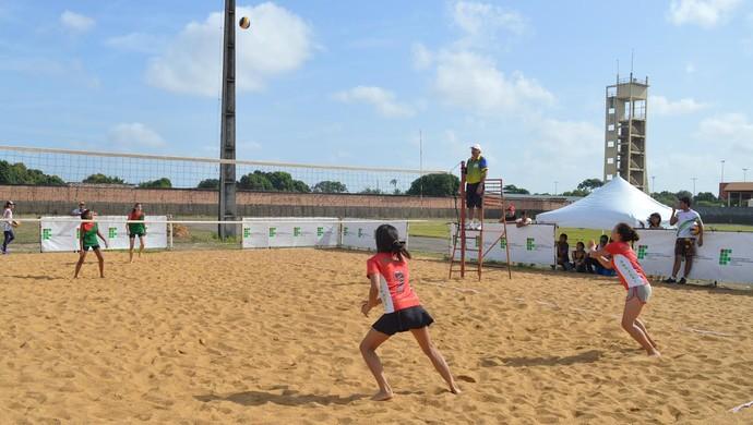 Vôlei de praia tem disputas acirradas (Foto: Rebeca Lopes)