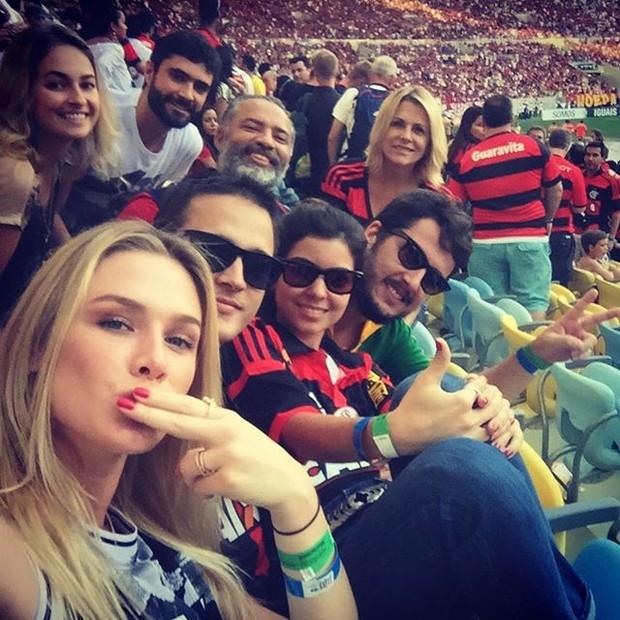 Fiorella Mattheis no Maracanã com amigos (Foto: Reprodução/ Instagram)
