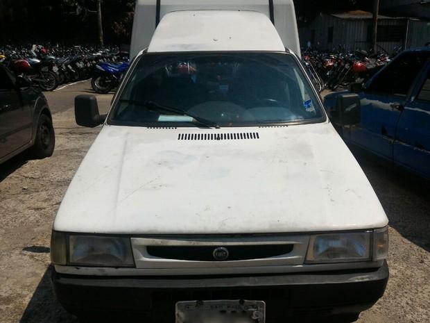 Veículo foi apreendido com mais de R$ 2,7 milhões de dívidas entre multas e impostos atrasados (Foto: Divulgação/Detran-SP)