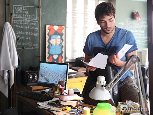 Davi pensa na possibilidade de investimento e decide ir à inauguração (Foto: Pedro Curi / TV Globo)
