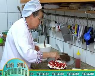 Aprenda a fazer a receita do bolo floresta negra de morango neste sábado (Foto: Reprodução Rio Sul Revista)