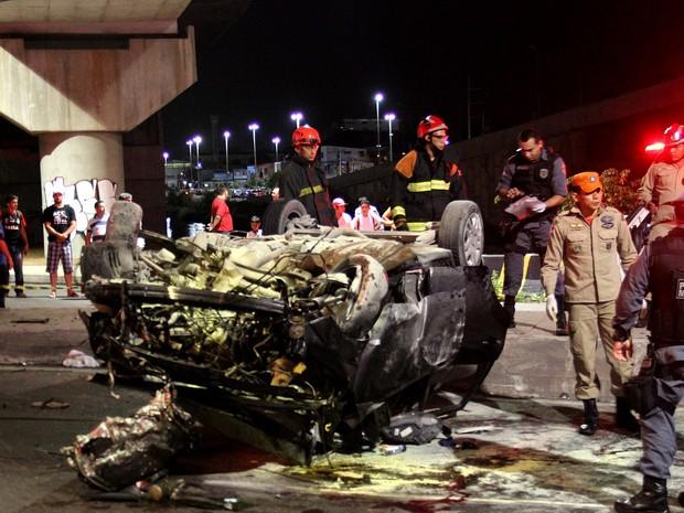 Condutor perdeu o controle do veículo ao fazer a curva (Foto: Rickardo Marques/G1 AM)