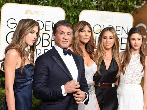 Sylvester Stallone com a mulher Jennifer Flavin e as filhas Sophia Rose Stallone, Scarlet Rose Stallone e Sistine Rose Stallone (Foto: AFP)