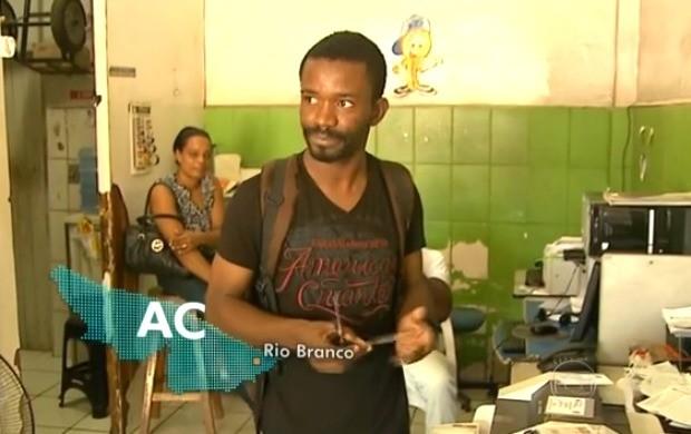 Haitianos com alta do dólar, pensam em voltar para o Haiti (Foto: Jornal Nacional)