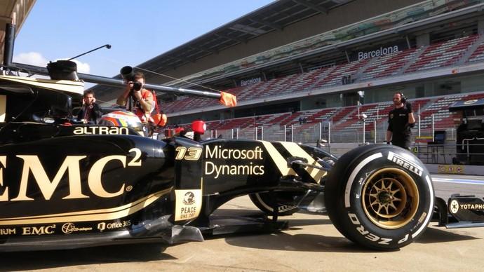 Lotus de Pastor Maldonado no 1º dia de testes de pré-temporada da F-1 em Barcelona (Foto: Divulgação)