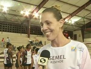 Kelly Kolasco, treinadora de Resende no Intermunicipal Rio Sul de Vôlei Feminino (Foto: Reprodução /TV Rio Sul)