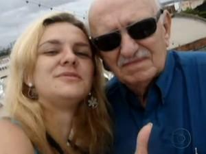 Engenheiro na companhia da filha mais nova durante uma viagem (Foto: Reprodução/TV Globo)