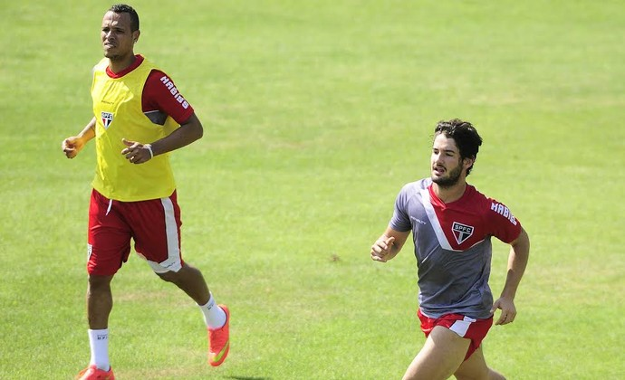 Luis Fabiano conta que Pato estava otimista para jogar no futebol chinês 8760d159baab5