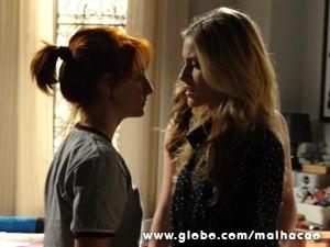 Giovana e Sofia se enfrentam no casarão (Foto: Malhação / TV Globo)