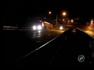 Ponte sobre a Raposo Tavares está sem iluminação há 8 anos (Foto: Reprodução/ TV TEM)