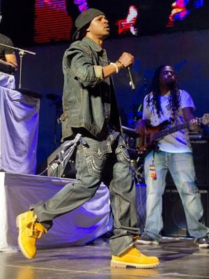 Chris Kelly, rapper que integrou o duo Kris Kross, se apresenta em Atlanta, nos Estados Unidos, em fevereiro de 2013 (Foto: Jonathan Phillips/Reuters)