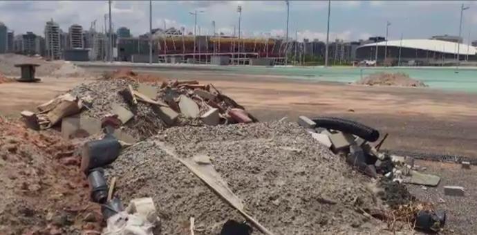 Parque Olímpico; entulhos (Foto: Reprodução SporTV)
