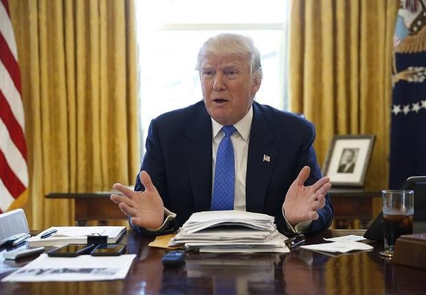 Trump concede entrevista na Casa Branca (Foto: Jonathan Ernst/Reuters)