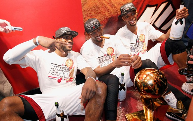 Basquete NBA - Miami Heat x San Antonio Spurs - Dwyane Wade LeBron James Chris Bosh charuto champagne (Foto: Reuters)