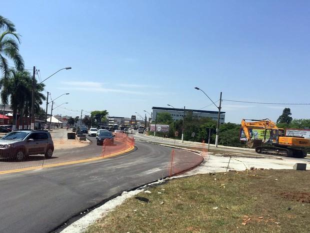 Avenida Dique 2 deve ficar fechada por até 45 dias devido a obras no acesso à MG-290, em Pouso Alegre, MG (Foto: Natália Dovigo/EPTV)