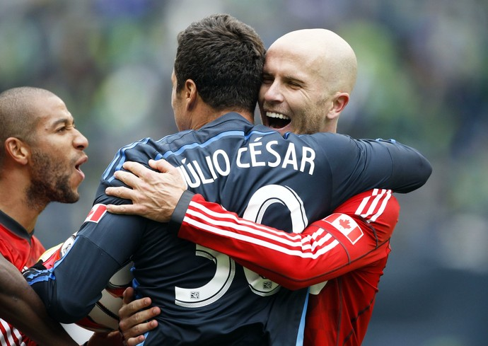 Julio César e Bradley no Toronto FC (Foto: Reuters)
