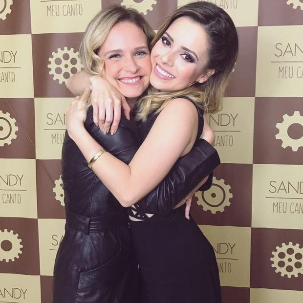 Sandy e Fernanda Rodrigues se reencontram no show da cantora: amizade de quase 20 anos (Foto: reprodução/instagram)