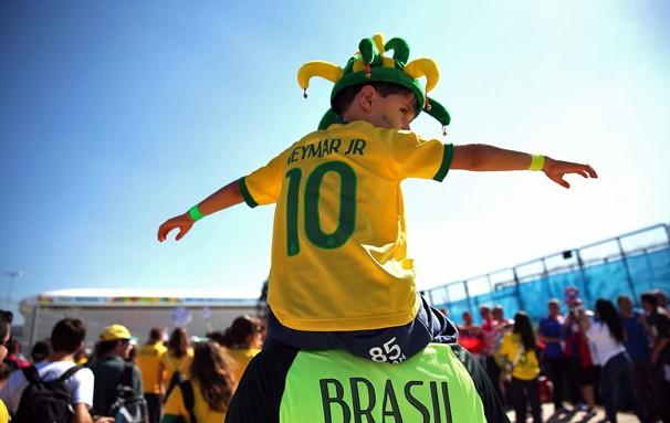 Torcida chega à Arena Corinthians, em São Paulo, onde acontece a Abertura da Copa do Mundo FIFA 2014 (Foto: Marcos Ribolli / globoesporte.com)