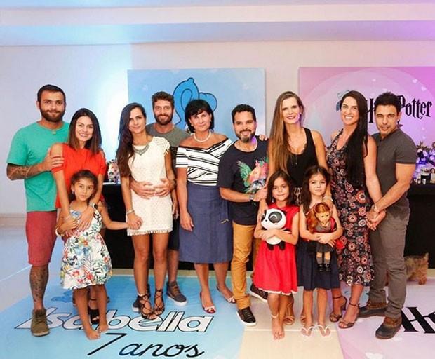 Luciano celebra aniversário de filhas (Foto: Reprodução)