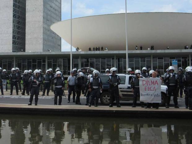 Manifestantes fazem ato contra a corrupção em Brasília