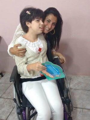 Mãe busca recursos para tratamento de filha com doença rara (Foto: Arquivo Pessoal)
