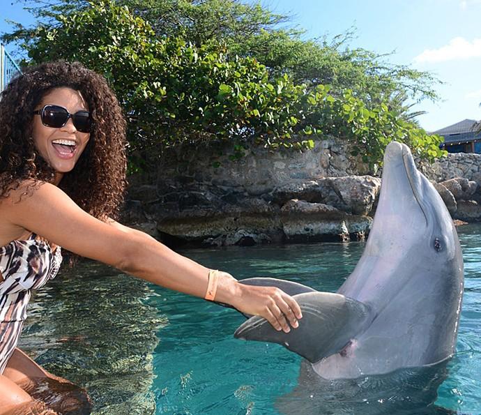 Juliana Alves nadou com golfinhos em Curaçao (Foto: Arquivo pessoal)