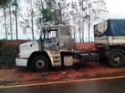 Parado em acostamento, caminhão pega fogo na Rodovia Arlindo Béttio