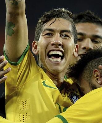 Firmino e Neymar gol Brasil x Áustria (Foto: EFE)