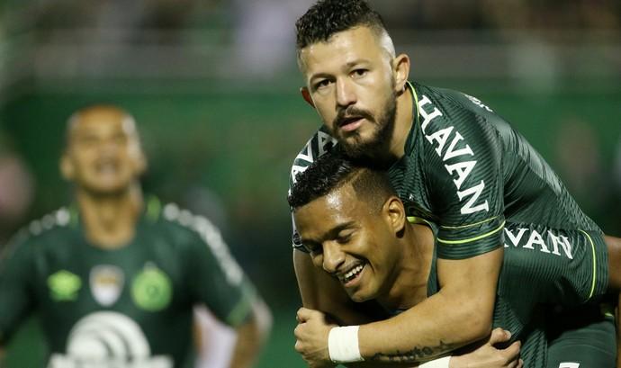 Reinaldo Chapecoense x Nacional (Foto: REUTERS/Edison Vara)